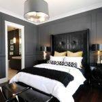Серые панели в спальне
