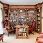 Стол с книжными полками