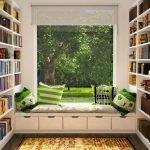 Сиденье с ящиками под окном