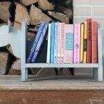 Деревянная стойка для книг
