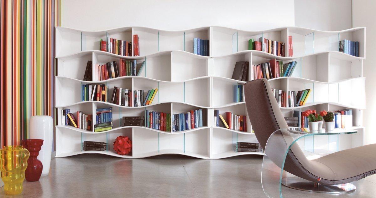 Красивый стеллаж для книг
