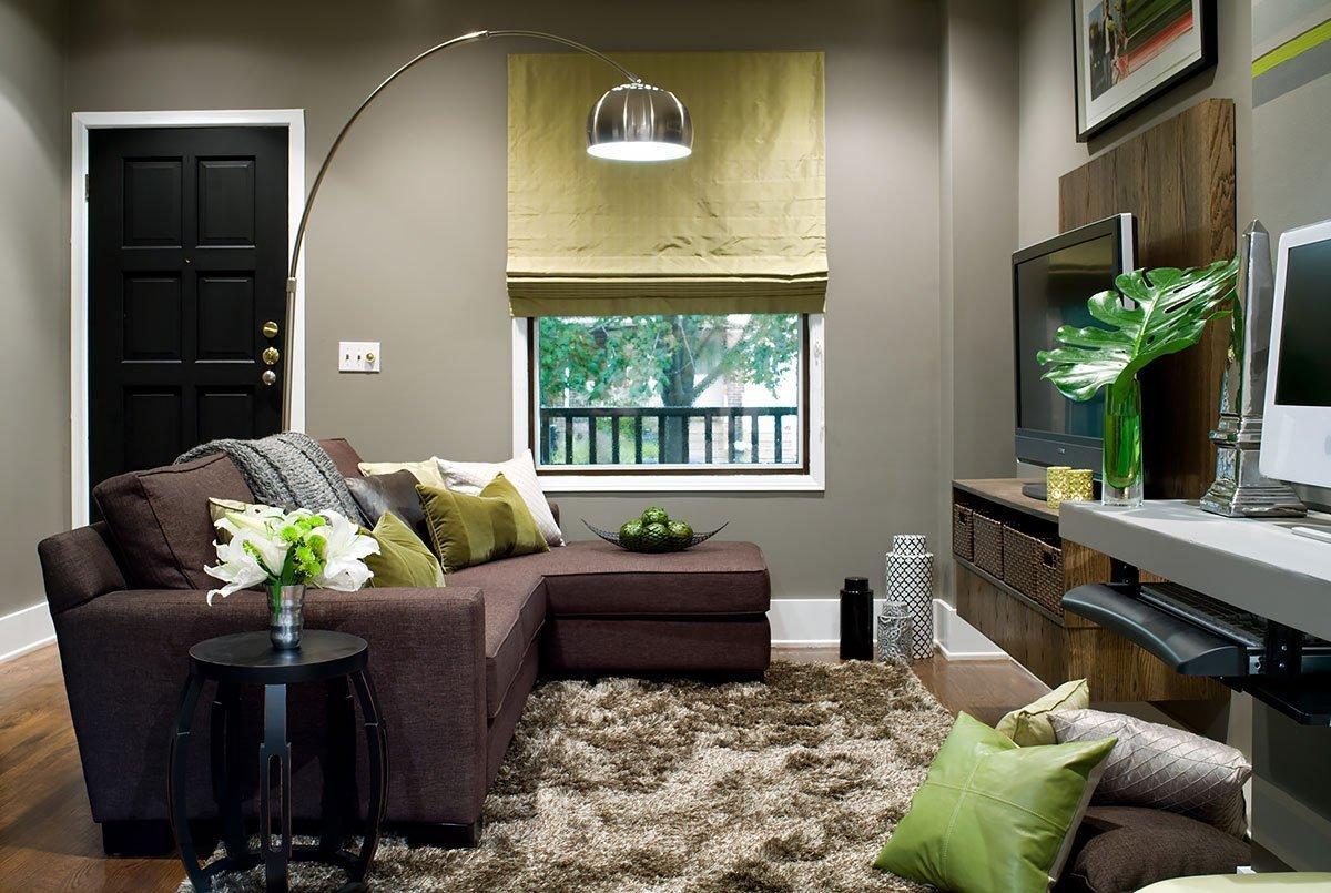 Угловой диван в прихожей