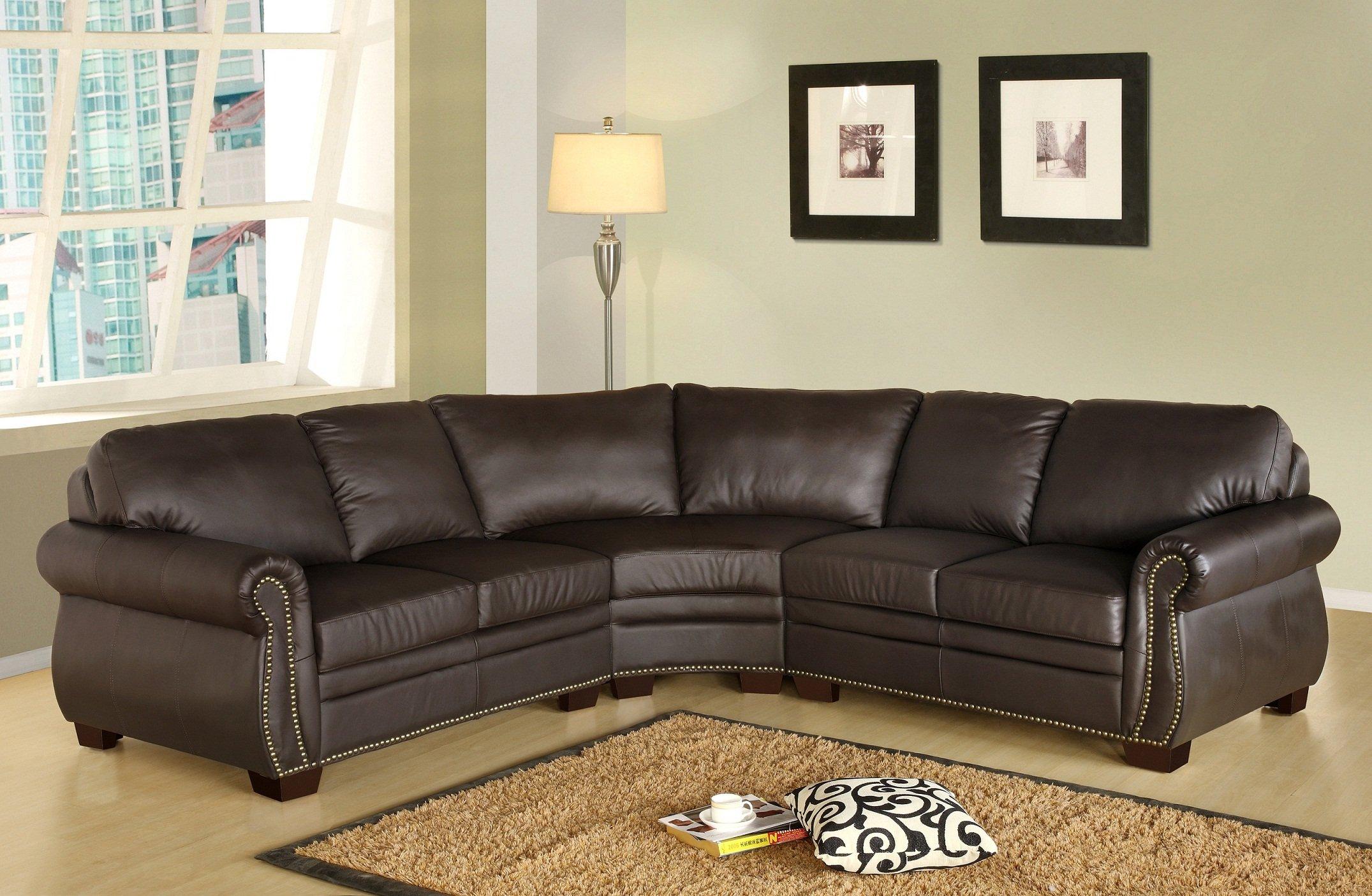 Большой диван из коричневой кожи