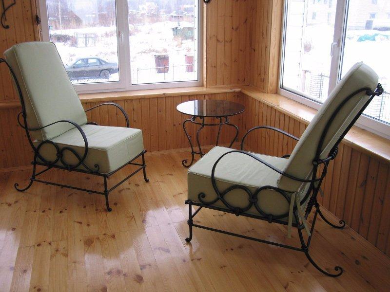 Кованые кресла в интерьере