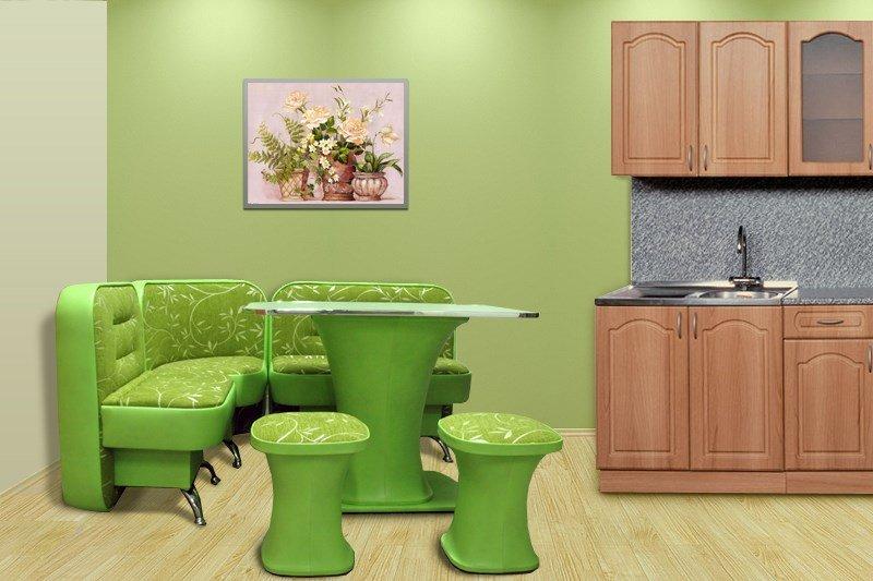 Салатовый круглый стол на кухне