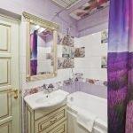 Лавандовая плитка в ванной