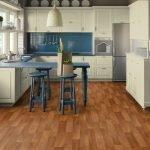 Сине-бежевая мебель на кухне