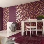 Сочетание белого пола и фиолетовых стен