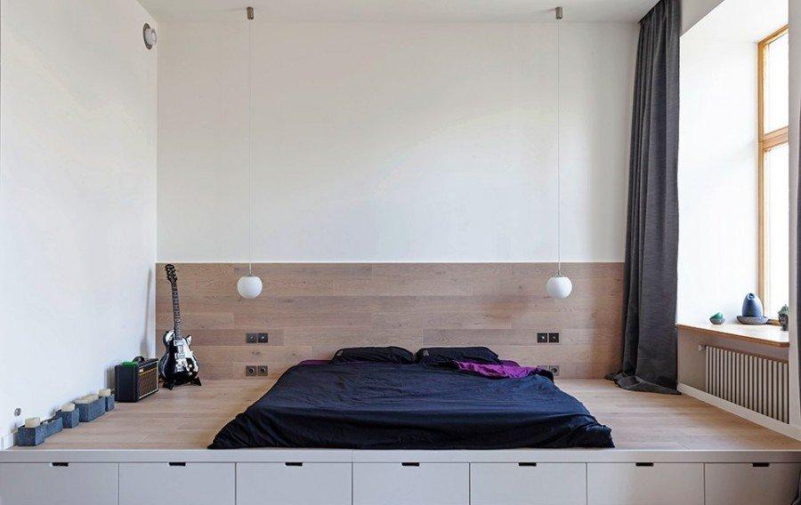 Кровать на возвышенности