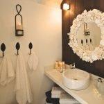 Крючки для полотенец на стене в ванной
