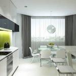 Светлая кухня с серыми шторами