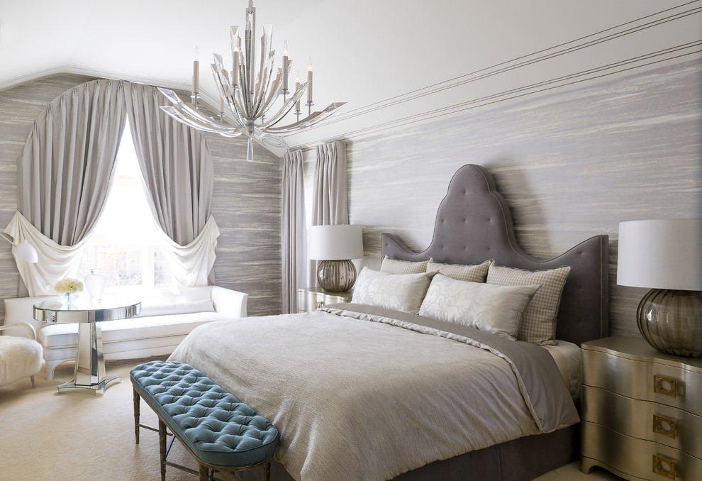 Роскошный декор спальни серым текстилем