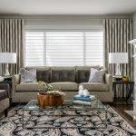 Текстурные серые шторы в гостиной