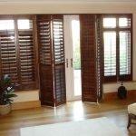 Двери из деревянных реек