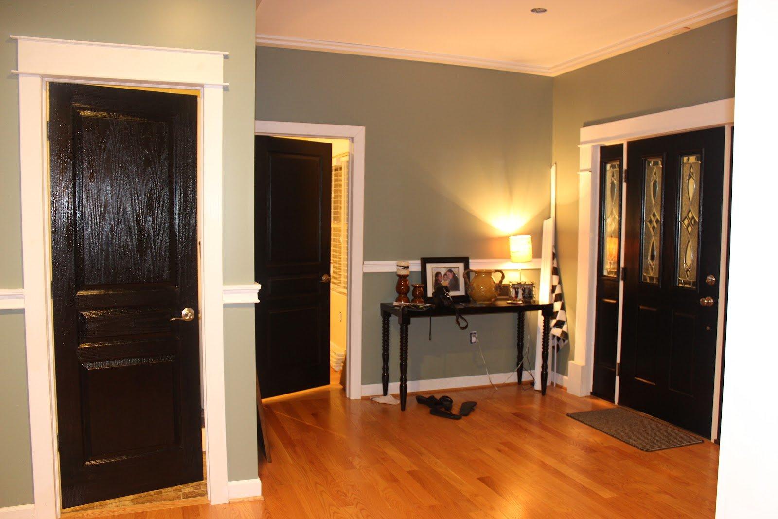 темный ламинат и белые двери фото увлекшись