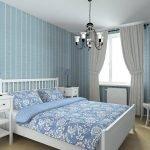 Голубая спальня с белыми шторами