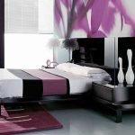 Черный с фиолетовым в декоре спальни