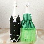 Зеленое платье и черный жилет
