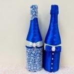 Синий наряд на бутылках