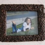 Фото в рамке из кофейных зерен