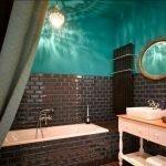 Бирюзовые стены и потолок в ванной