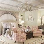 Просторная винтажная спальня