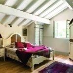 Уютная спальня на мансарде
