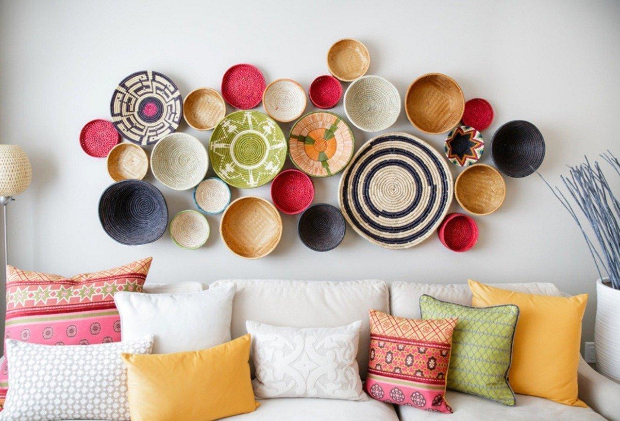 Красочные тарелки для оформления стены