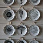 Декоративные черно-белые тарелки