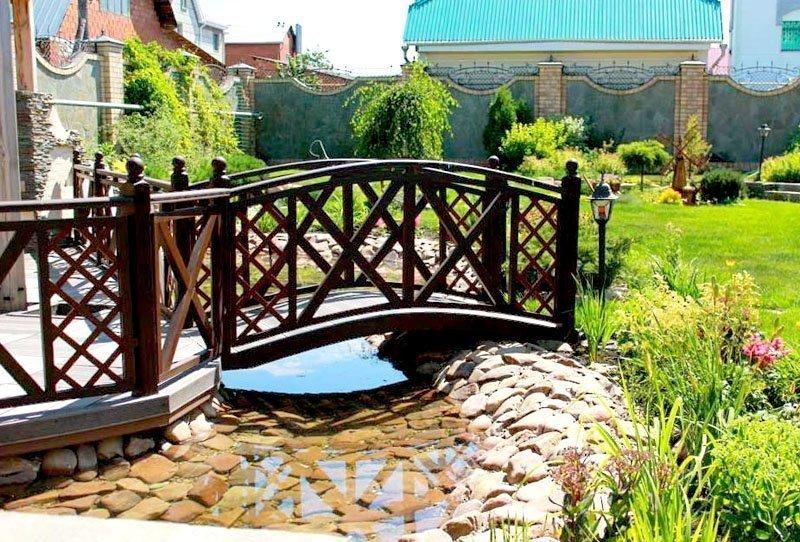 Арочный мостик на участке