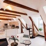 Кухня, столовая и гостиная на чердаке