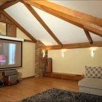 Проектор под потолком