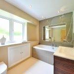 Простой интерьер ванной комнаты