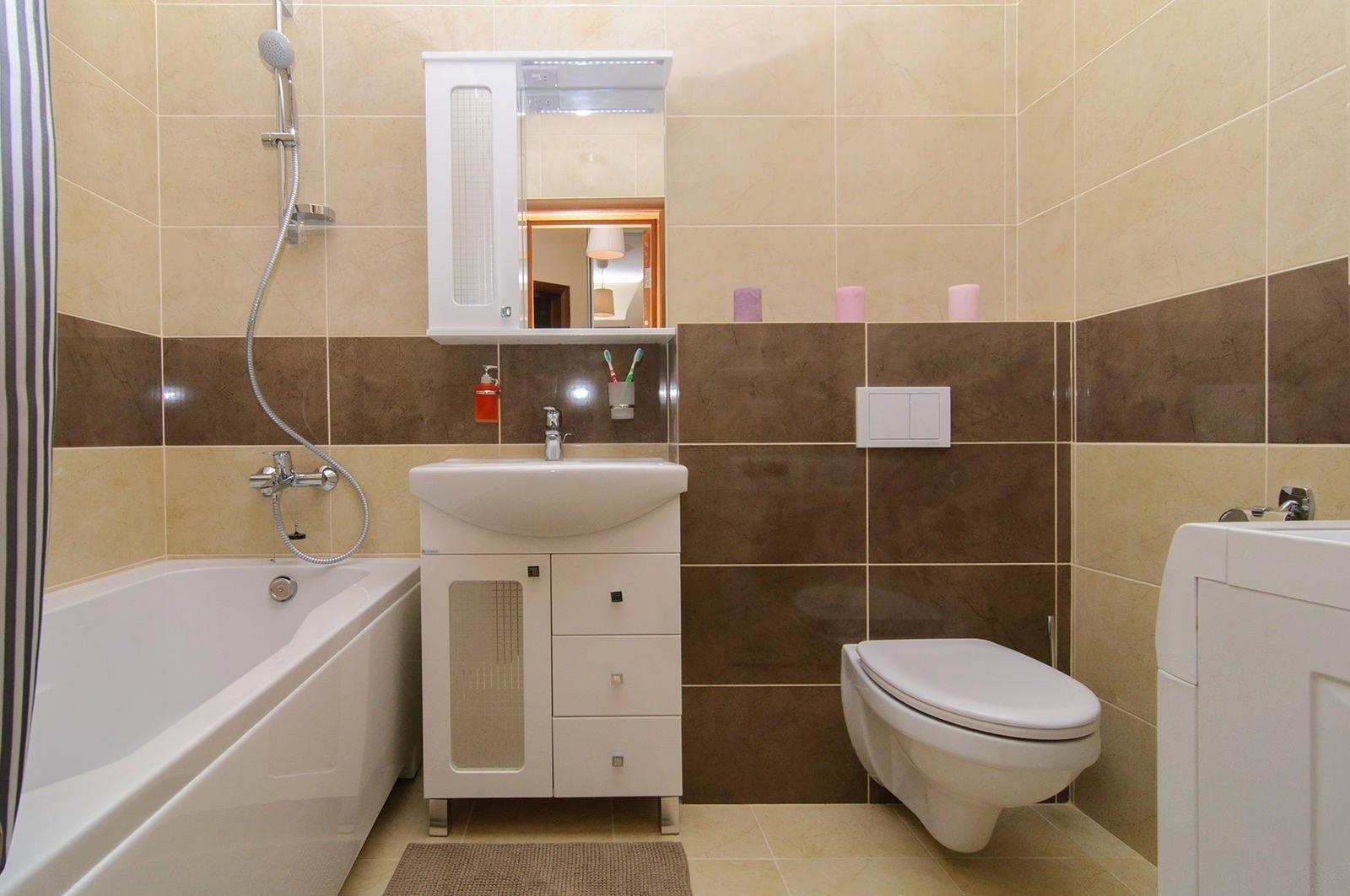 Ванная в простом декоре