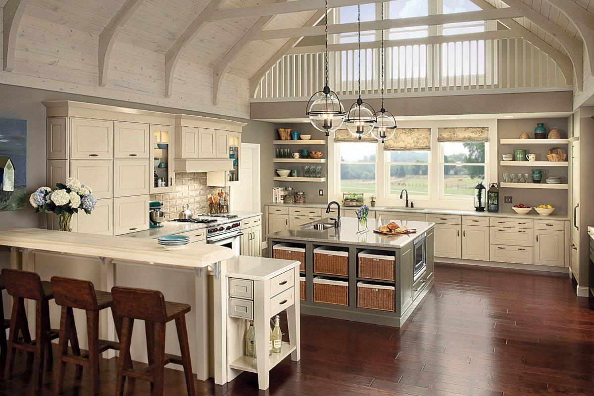 Светлые стены на кухне в стиле кантри