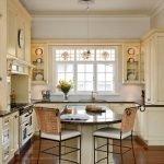 Мебель цвета слоновой кости на кухне