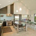 Высокий потолок в кухне
