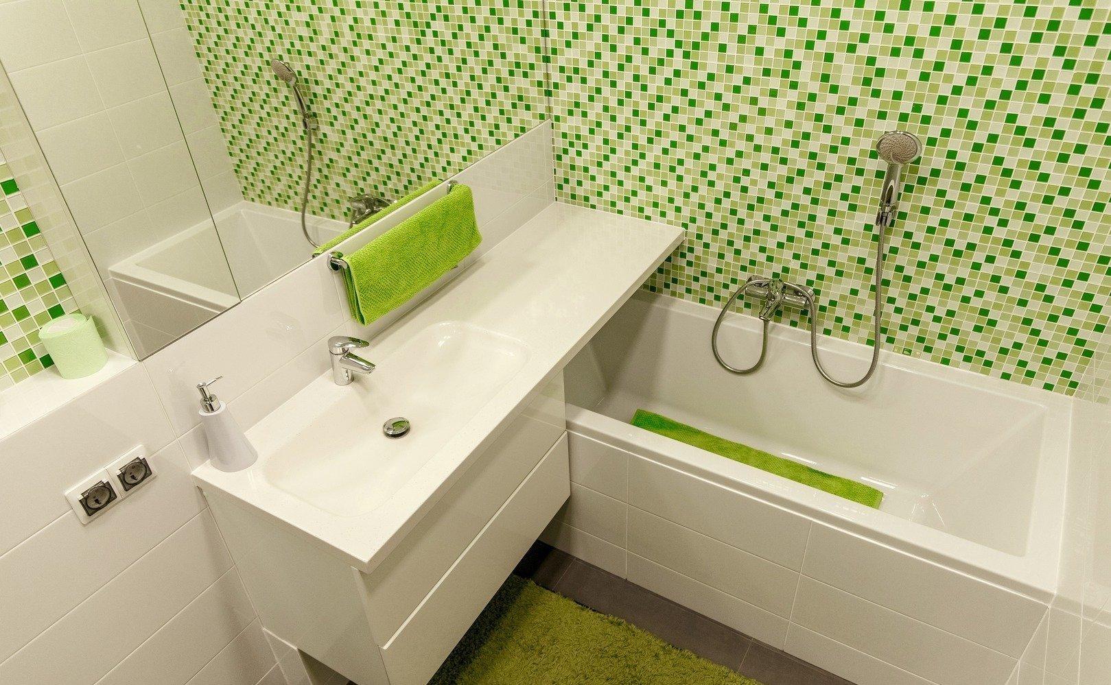 Малогабаритная ванная с современным стилем