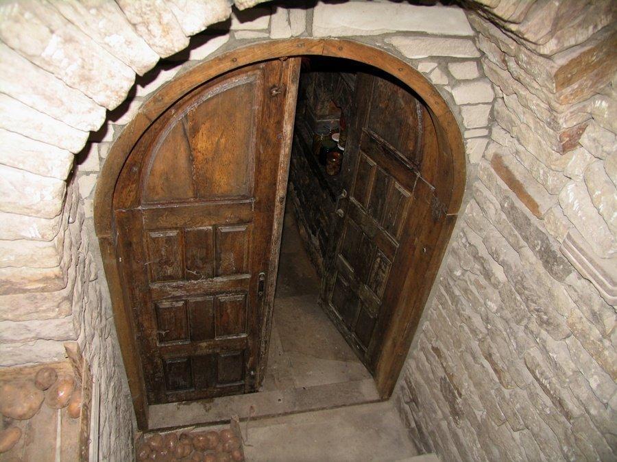 двери в погреб фото своими руками