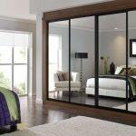 Зеркальный шкаф для современной спальни