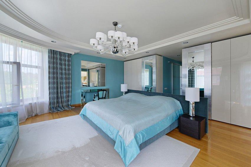 Просторная супружеская спальня