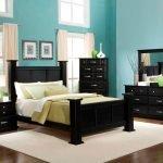 Темная мебель в спальне
