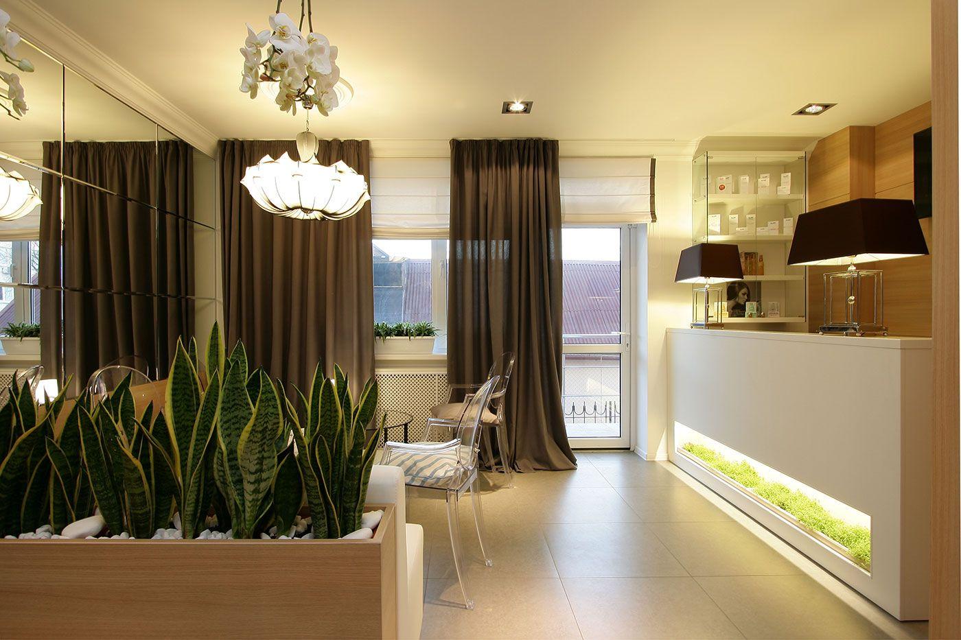 Коричневые шторы в кухне