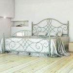 Серая кровать из металла
