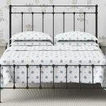 Простой декор кровати