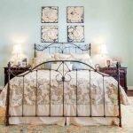 Шикарная кровать в стиле шебби-шик