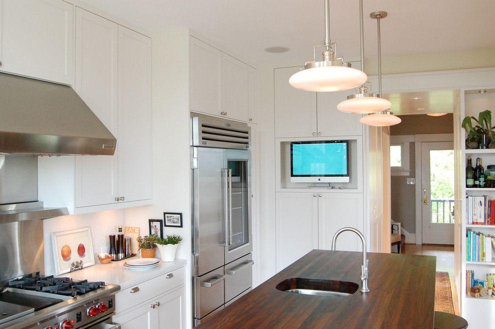 Кухня-прихожая в частном доме