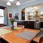 Просторная кухня с прихожей в доме