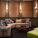 Домашний кинотеатр с угловым диваном