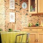 Часы на кухонной стене
